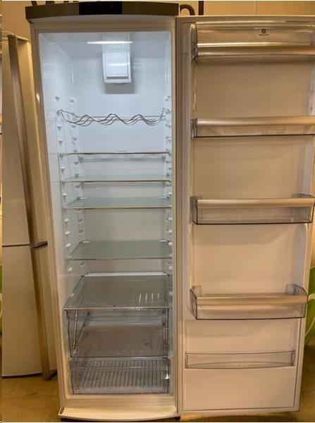 Kjøleskap med elektronisk styring